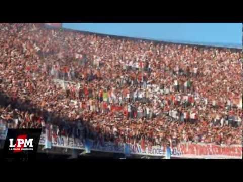 """""""Ay che bostero, mirá qué distintos somos - River vs Lanús - Torneo Inicial 2012"""" Barra: Los Borrachos del Tablón • Club: River Plate • País: Argentina"""
