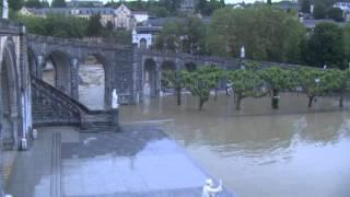 preview picture of video 'Inondation 2013 Grotte de Lourdes (vidéo 3) mardi 18 juin soir : le Sanctuaire sous les eaux'