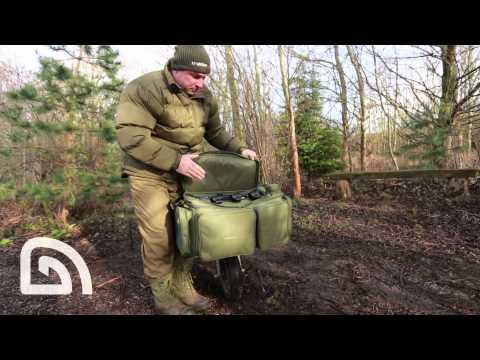 Trakker NXG FRONT BARROW BAG - Nagy táska talicska elejére videó