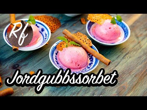 Hur du gör sorbet som exempelvis jordgubbssorbet i glassmaskin.    Mycket gott till dessert och efterrätt med glassrån, mandelkorgar eller mandelflarn. >