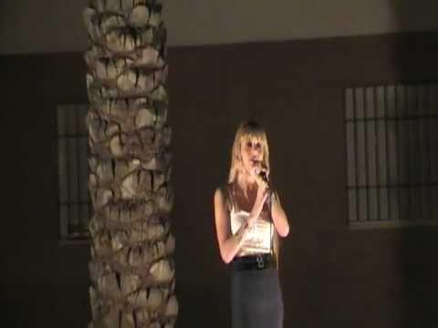 Cristina Otero cantando la noche y tu voz de Maria Isabel