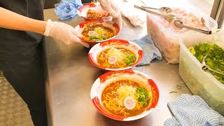 Japanese Street Food - Busy RAMEN (noodles ) Stall ラーメン