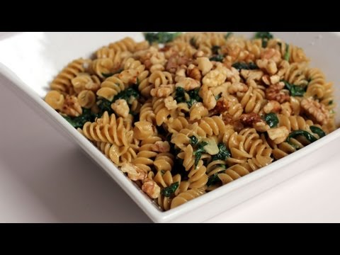 Pasta with Creamy Spinach Sauce – Recipe by Laura Vitale – Laura in the Kitchen Episode 251