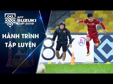 Bất chấp mưa lớn, Đội tuyển Việt Nam tỏ rõ quyết tâm ở buổi tập làm quen sân