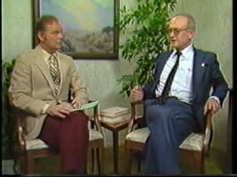 Yuri Bezmenov (Former KGB) explains in interview how KGB brainwashes the American people. (Full interview in comments!)