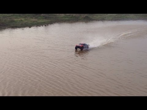 Traxxas Slash 4x4 HYDROPLANEING Water