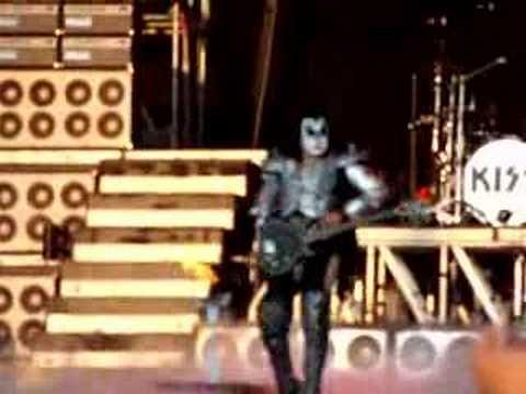 Kiss<br>Vuurspuwen Gene