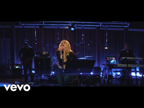 "Avril Lavigne ""Dumb Blonde"" (Live from Honda Stage at Henson Recording Studios)"