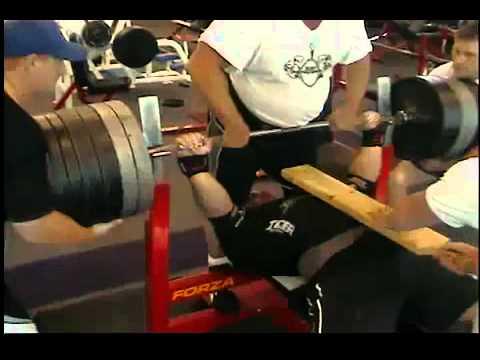 Który promuje szybszy wzrost mięśni