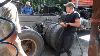Замена коренного, закончилась печальным ремонтом балансира Камаз 55111!