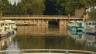 How to operate a canal lock
