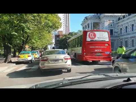 """Videos. Intensos controles y tránsito """"trabado"""" en el centro por la llega del Presidente a la Gobernación"""