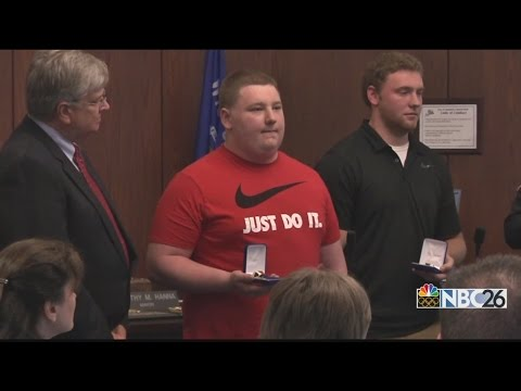 Good Samaritans honored by Appleton Police for helping officer