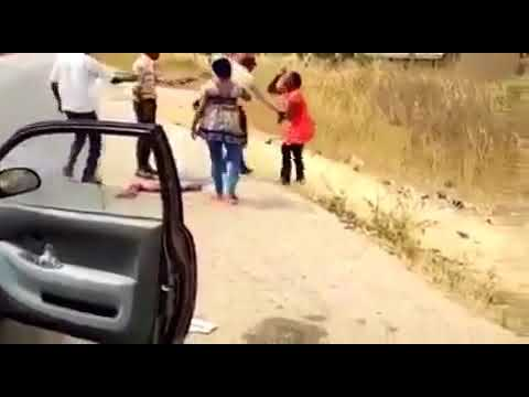 Viral video of an FRSC official engaging a woman in a fight.