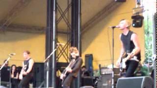 Anti-Flag - A New Kind of Army (Furia sound festival, Cergy, France, 25/06/2005).mpeg
