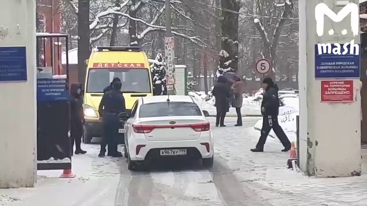 """В Москве водитель не пропустил автомобиль """"Детской реанимации"""". Драка"""
