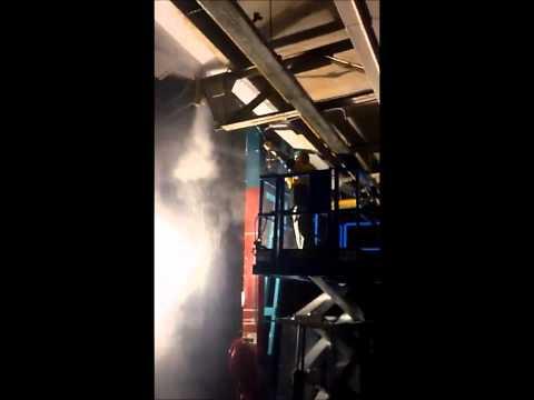Eresdé bezig met schoonspuiten fabrieksgedeelte
