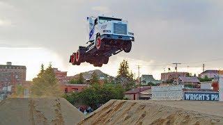 Полет на грузовике: 50 метров в воздухе! Мировой рекорд