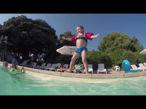 Autour de la piscine du camping