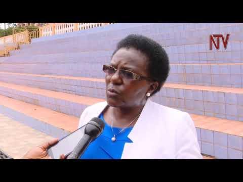 Ab'ebyenguudo boogedde engeri y'okukozesaamu Obuwumbi 6400 ezabaweereddwa