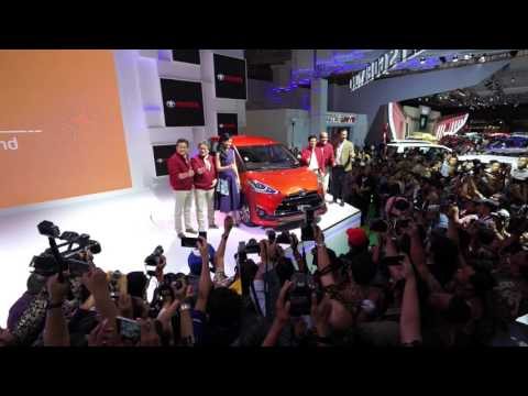 Toyota Sienta Launch IIMS 2016 | CarBay.co.id