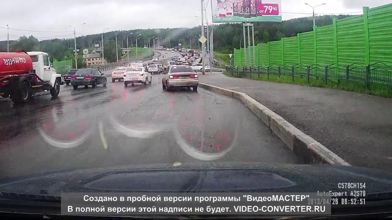 В Томске у грузовика отказали тормоза, пострадали 15 автомобилей и два человека