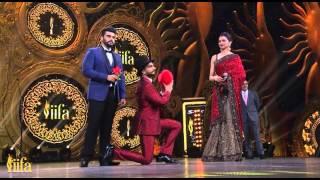 IIFA Awards 2015 - Ranveer Singh Proposes Deepika Padukone On Stage