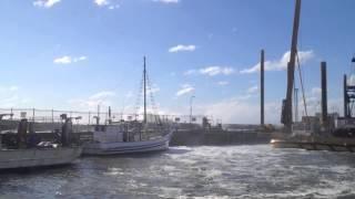 Mornington Pier… massive waves ! with : Beachcombing (Knopfler/Harris)
