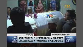 Así recibieron el féretro de Claudia Gómez