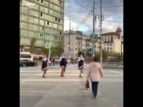 Танец на пешеходном переходе в Якутске поделил горожан на два лагеря