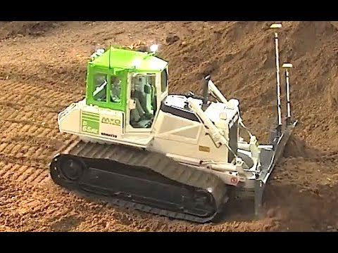 KOMATSU RC Dozer Pushing Soil Very Hard - Amazing Strength