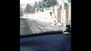 В Алматы парня раздели до трусов в -7°