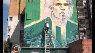 preview picture of video 'Pura Vida TV - Carlos Tevez - Mural homenaje en Fuerte Apache'