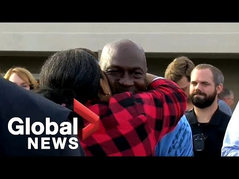 buy popular d8813 dfc5e Michael Jordan delivers Thanksgiving meals in North Carolina