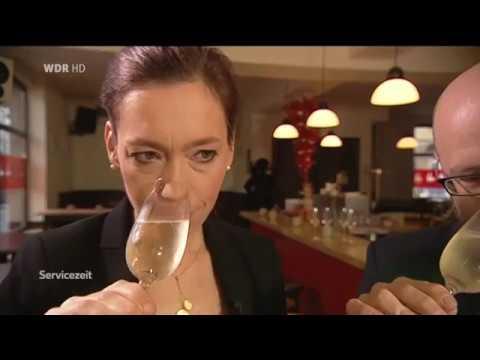 Verena Herzog und Sebastian Bordthäuser testen alkoholfreien Sekt (WDR Servicezeit)