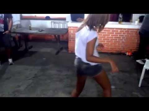 Renatinha do Bonde das Maravilhas dançando Quebra Quebra Pro MC Forlan