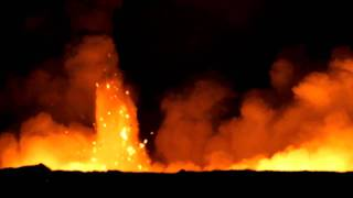 preview picture of video 'Explosive ocean entry lava bench in pre-dawn light - Hawaii'