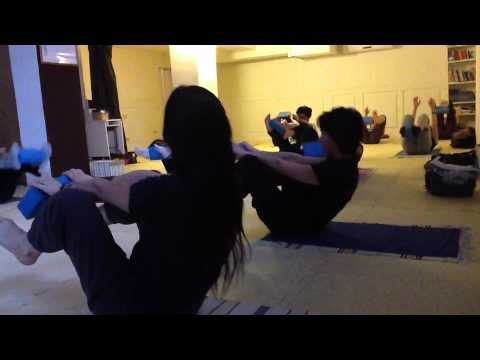 Esercizi per una curvatura di una spina dorsale e un portamento