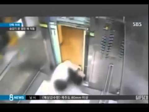 شاهد ماذا حدث لذلك الرجل أثناء ركوبه المصعد و كاد أن يقضى على حياته أحذروا !!