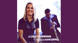 """Video thumbnail of """"Alberte Winding - Det Er Hvidt Herude"""""""