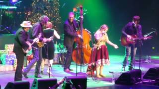 Kelly Clarkson's Miracle on Broadway - KC & Steeldrivers Hangin Round The Misteltoe Dec 16 2016