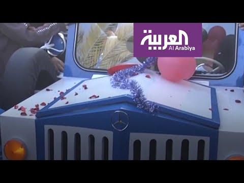 العرب اليوم - شاهد: حدّاد من غزة يعيد تصنيع مركبة بعلامة
