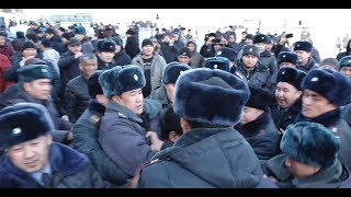 Как задерживали митингующих в центре Бишкека