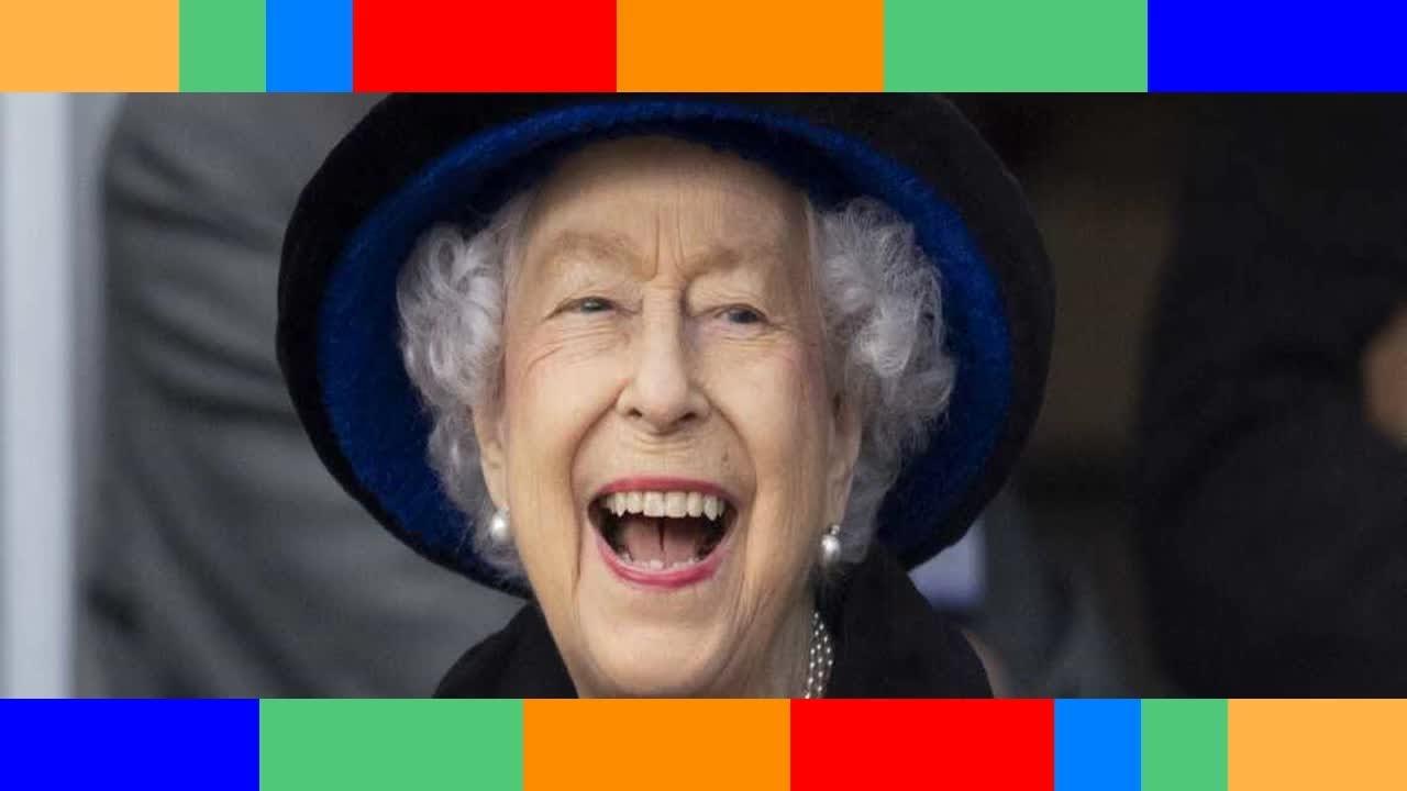 Elizabeth II dans l'intimité de rares photos de famille refont surface