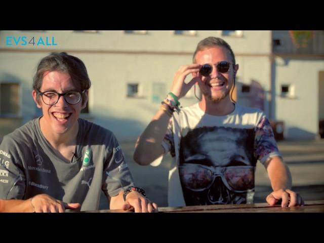 Francisco und Maximiliano aus Spanien zeigen ihren Freiwilligendienst in Polen