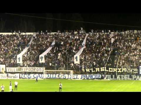 """""""los caudillos del parque vs san martin s.j ( himno+ la banda leprosa ya llegó)"""" Barra: Los Caudillos del Parque • Club: Independiente Rivadavia"""