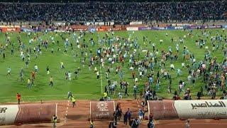 أحداث مؤسفة ونزول الجماهير لأرض الملعب في مباراة الفيصلي والوحدات