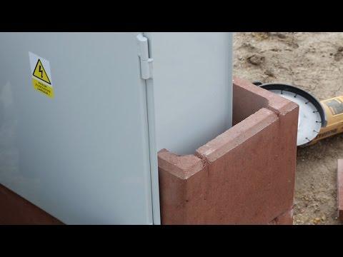 Stavba pilíře a instalace venkovního rozvaděče pro elektroměr
