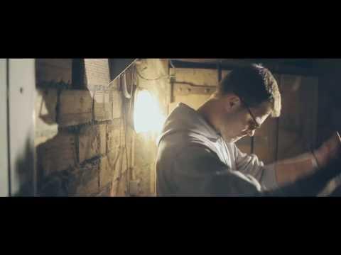 BACKSEAT – AU DESSUS: Music