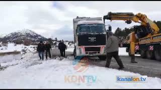 Beyşehir'de devrilen kamyonun sürücüsü yaralandı